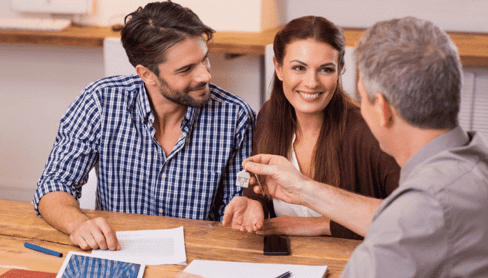 7 Ways a Real Estate Answering Service Helps You Close More Deals